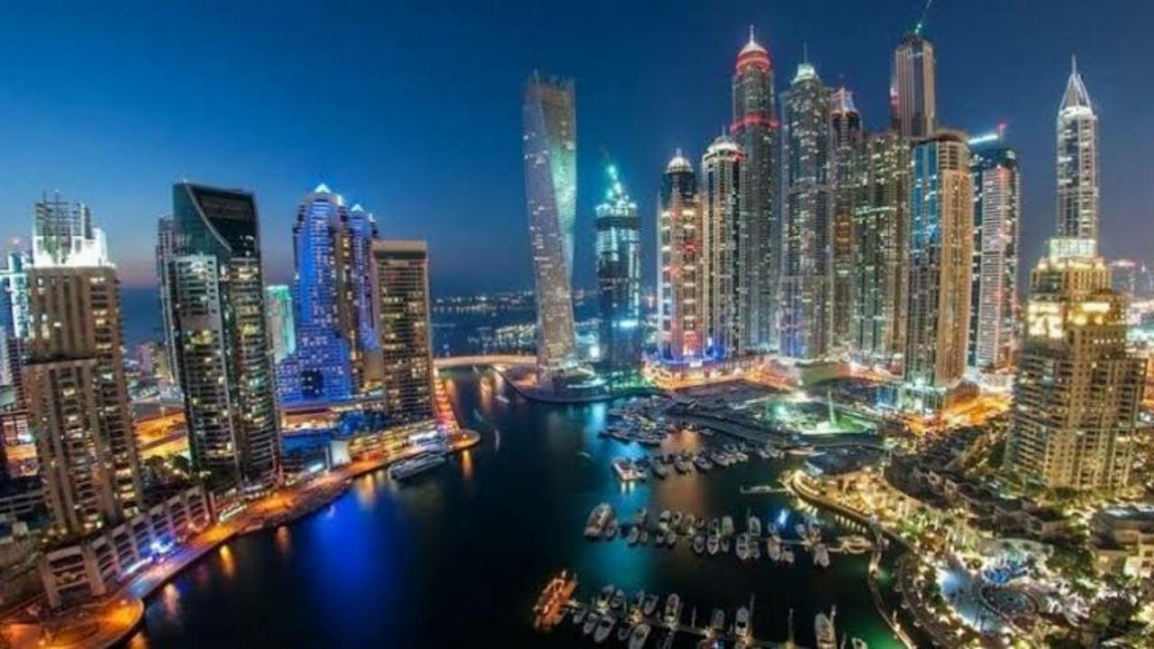 بالفيديو.. خروج الناس من الشرفات لتحية الطواقم الطبية والأمن في دبي