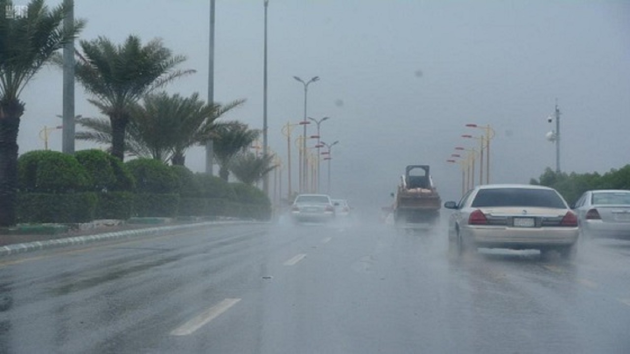 مدني تبوك ينبه المواطنين والمقيمين إلى ضرورة أخذ الحذر والحيطة بسبب التقلبات الجوية