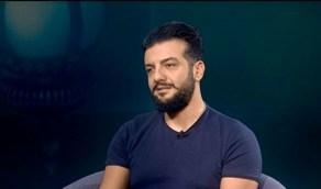 بالصورة.. ممثل سوري يصوب مسدسا نحو رأسه: «الحل الوحيد سامحونا»