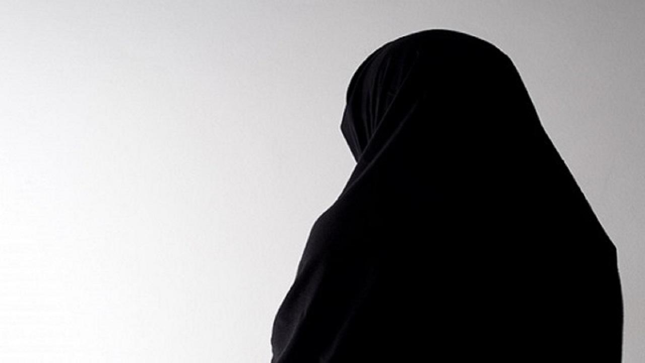 """بكاء المواطنة المطرودة من منزل متبنيها: """" ليت من كان أبي تركني بدار الأيتام """""""