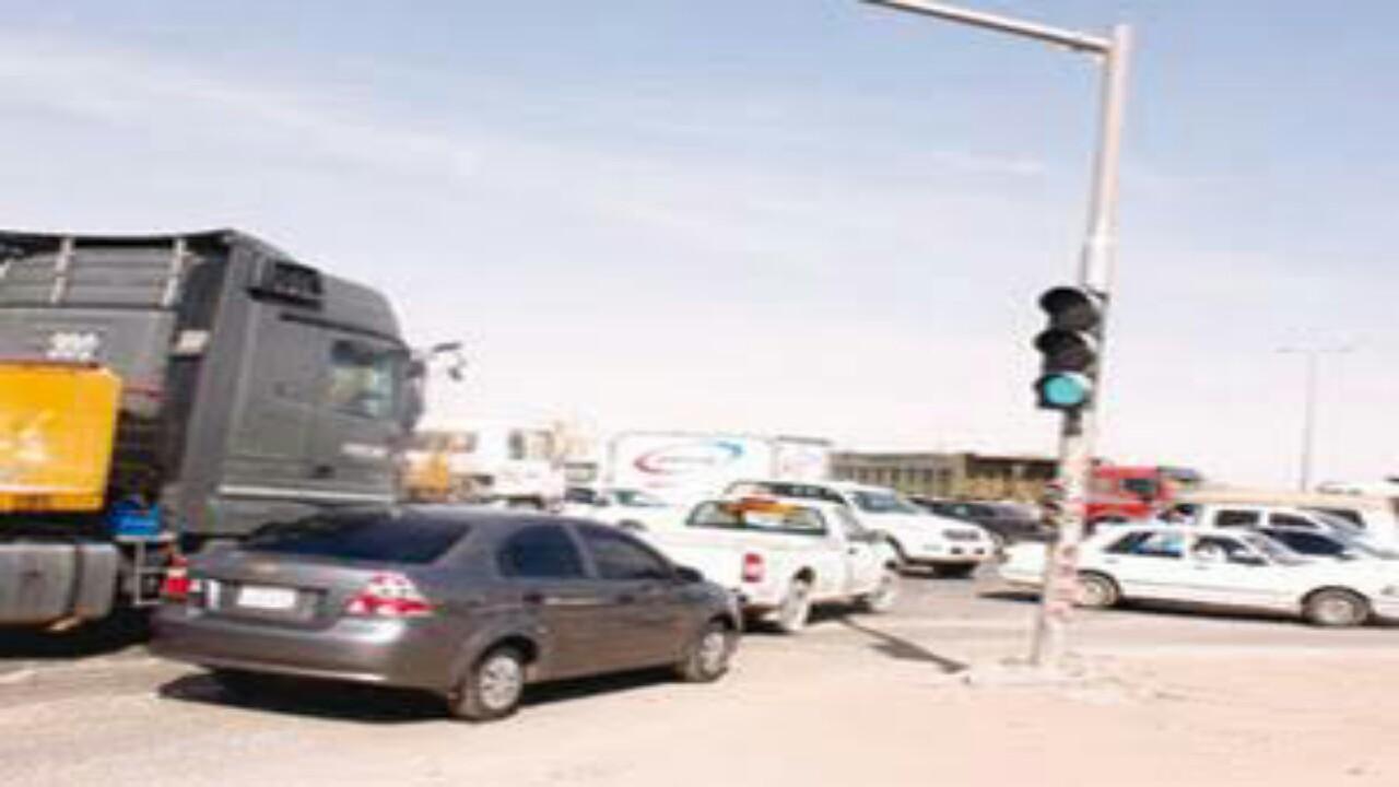 كسر الإشارة يهدد حياة سكان النظيم في الرياض وسط مطالبات بحلول عاجلة