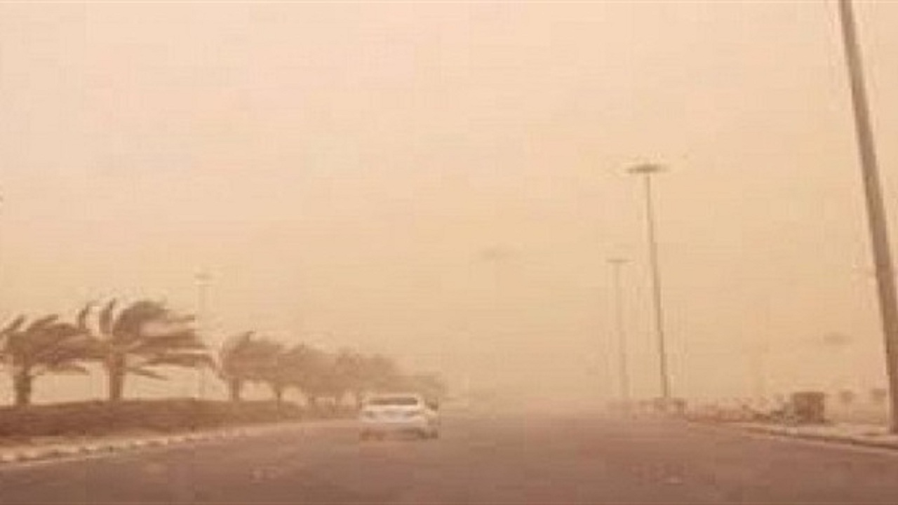 موجة غبار كثيفة تجتاح مكة المكرمة