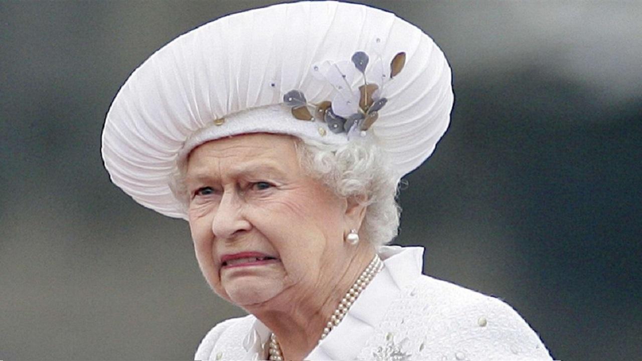 """بالصورة..الملكة إليزابيث خائفة من """" كورونا """""""