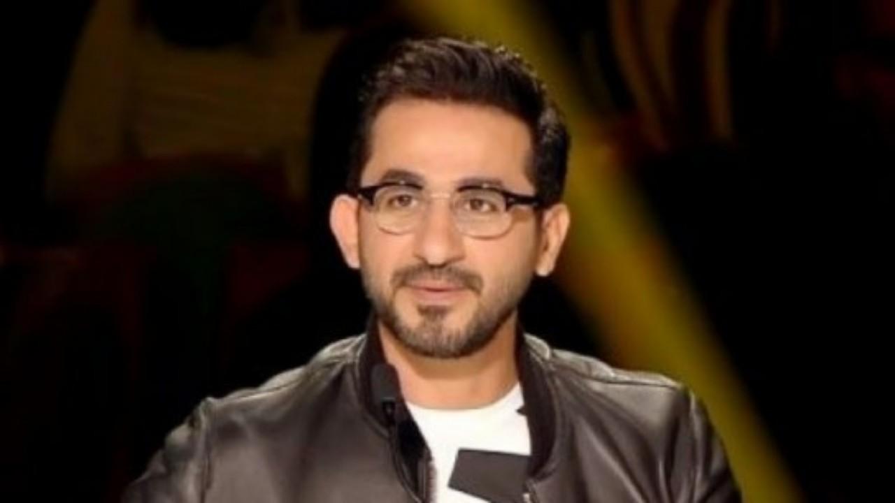 بالفيديو.. موقف إنساني من أحمد حلمي مع عامل أثناء الأمطار