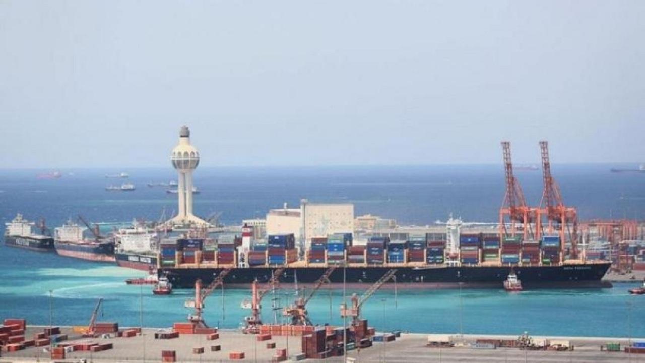 إيقاف الملاحة البحرية في ميناء جدة الإسلامي