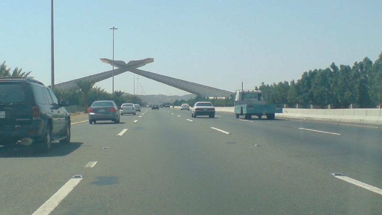اصطدام مركبتين على طريق مكة - جدة السريع يوقع إصابات