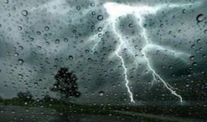 رياح وأمطار رعدية على 4 مناطق