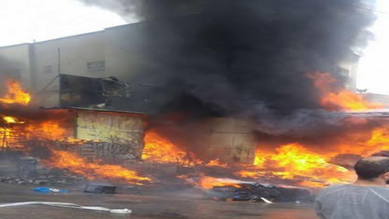 حريق داخل محل تجاري في محافظة جدة