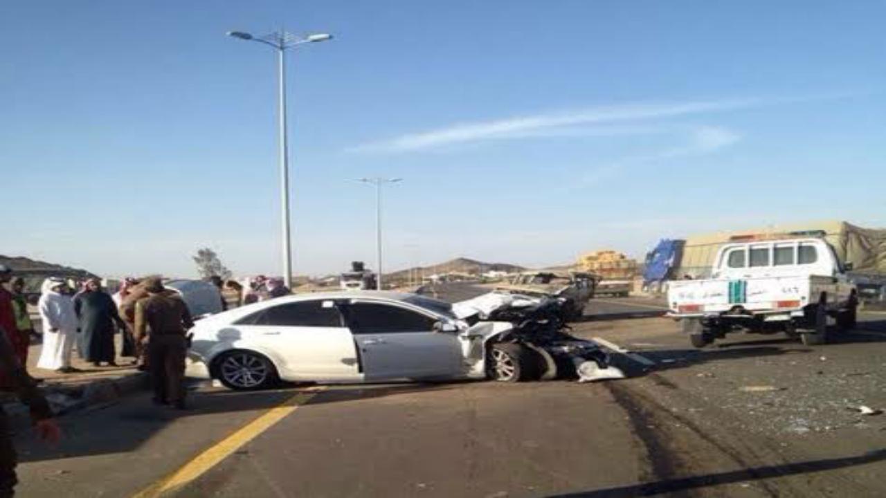 حادث مروري يعيق الحركة بطريق الجعرانة