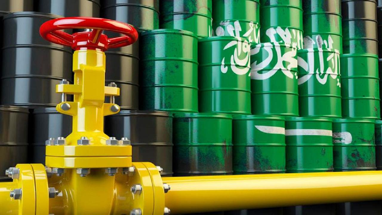 اقتصادي يكشف سر عدم التوازن في سوق النفط دون المملكة