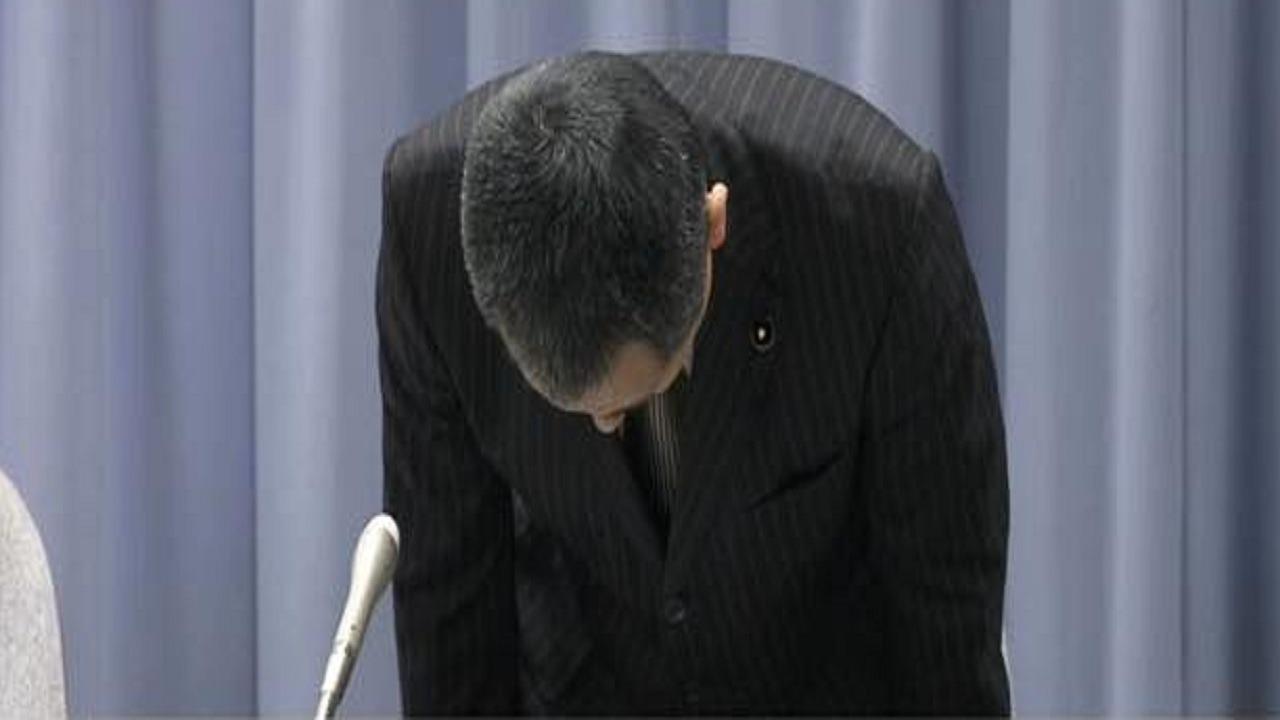 سياسي يجني 8.9 مليونًا من بيع الأقنعة على الإنترنت ثم يعتذر!
