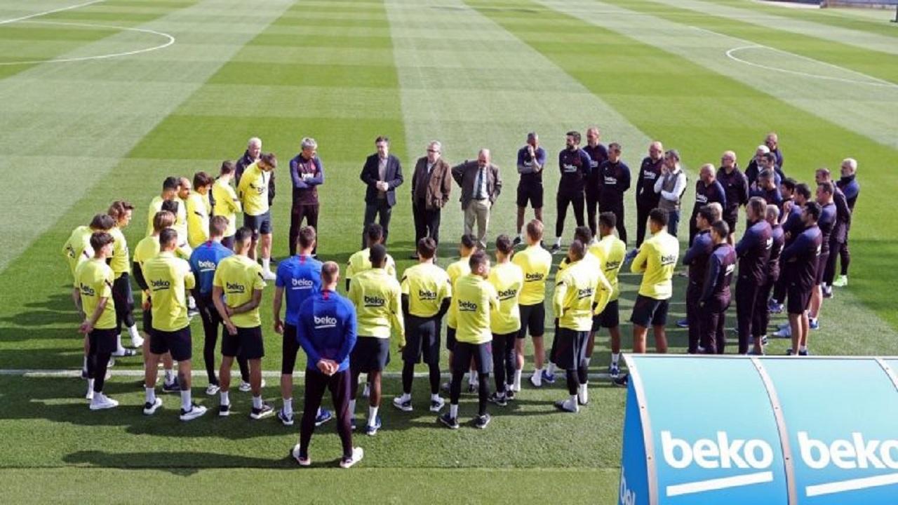 نادي برشلونة يُجمد أنشطة كرة القدم