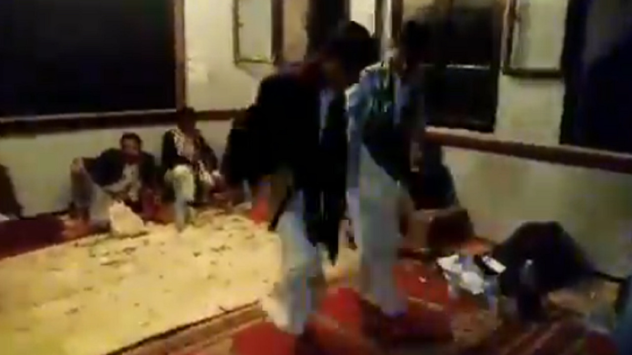 بالفيديو.. الحوثيون يحولون المدارس لمراقص