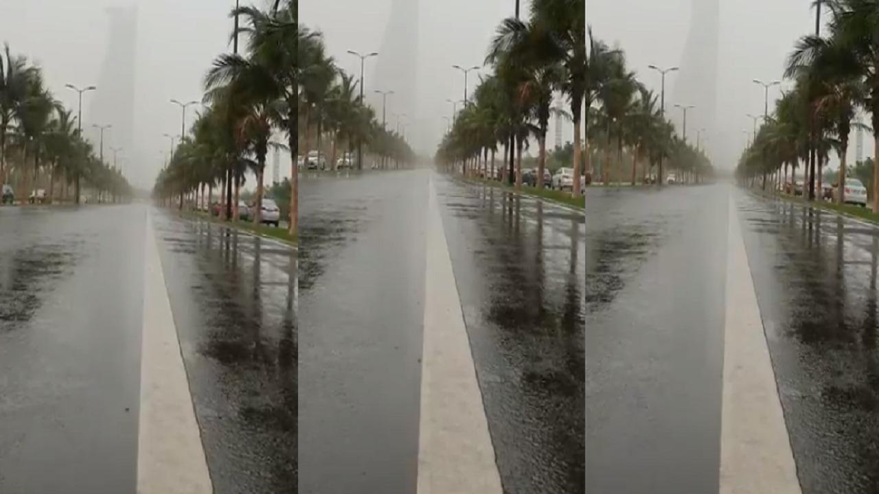 بالفيديو.. أمطار الخير تهطل على جدة