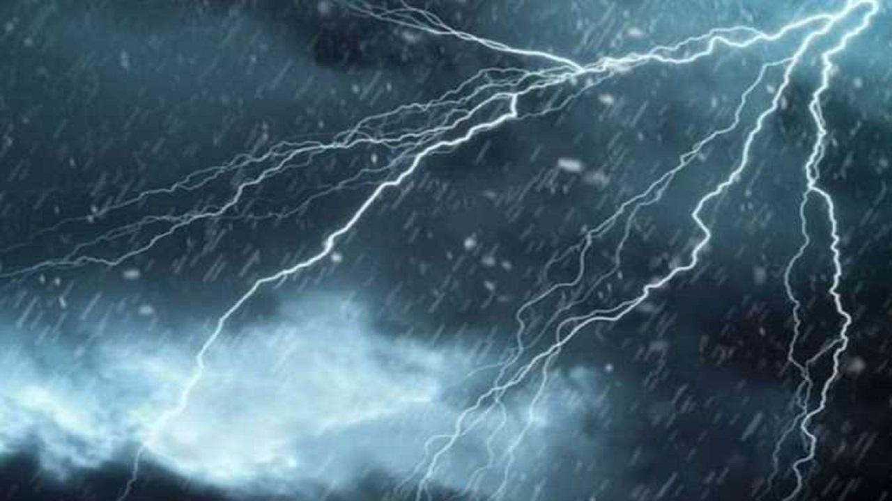 عاصفة التنين تعصف بسيارات وتلحق أضرارًا في مصر