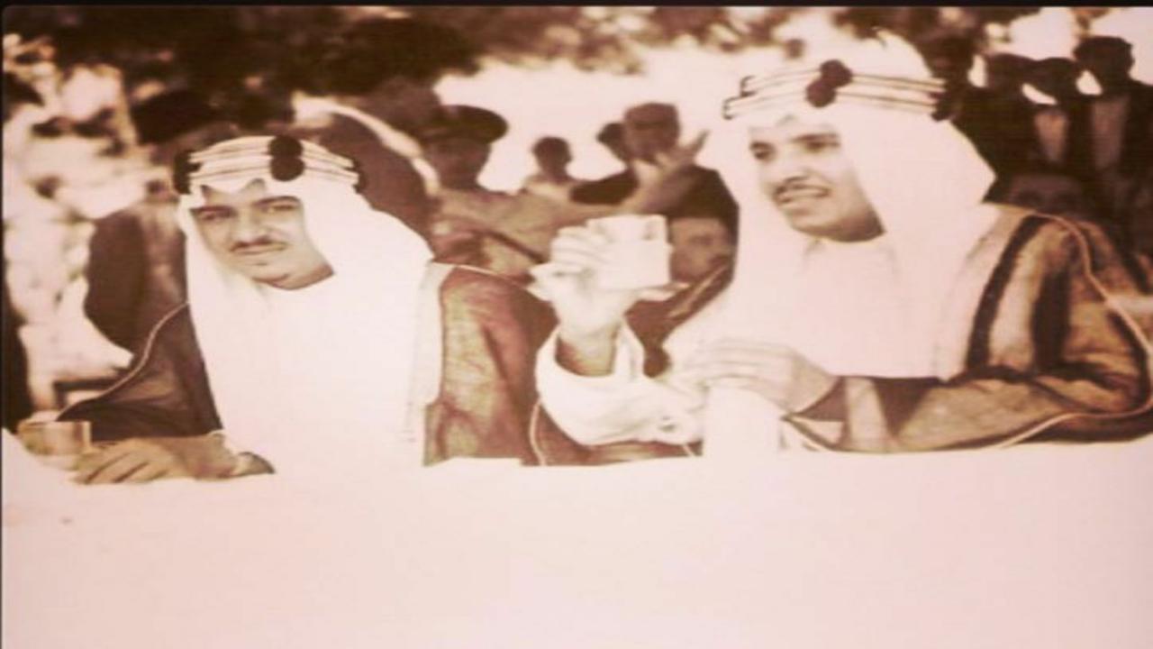 بالصور.. لقطات نادرة للأمير عبدالرحمن بن عبدالعزيز وإخوانه