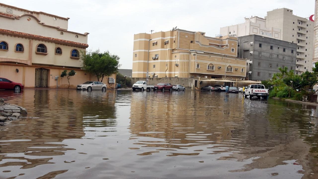 الأمطار تضرب 6 محافظات بمكة.. والدفاع المدني يحذر