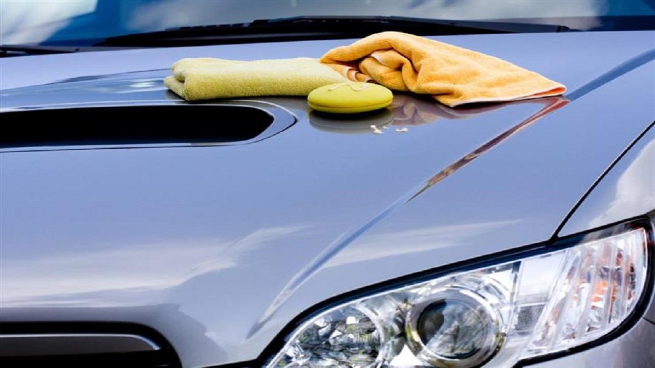 4 طرق لإزالة الطلاء عن السيارة