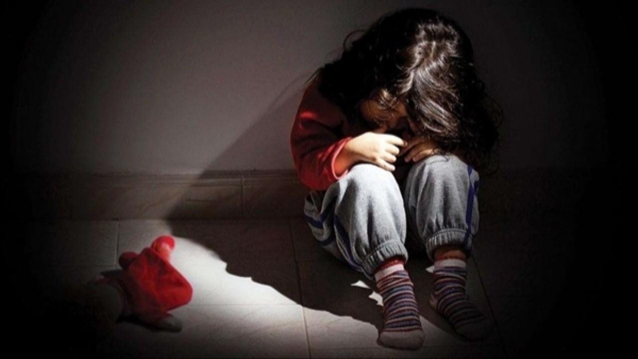 بالصور.. رجل يحتجز ابنته في «مزرعة بهائم» ويُعذبها بوحشية
