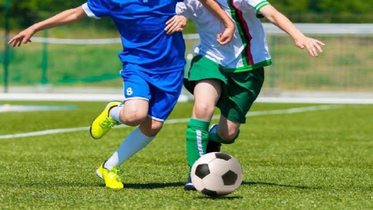 بيلاروسيا تتحدى الوباء وتواصل إقامة مباريات كرة القدم بحضور الجمهور