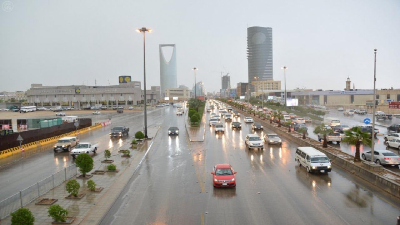الحصيني: أجواء ممطرة تشهدها مناطق المملكة بدءً من يوم غد
