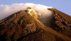 بركان جبل ميرابي يثور من جديد ويصل لـ2000 متر