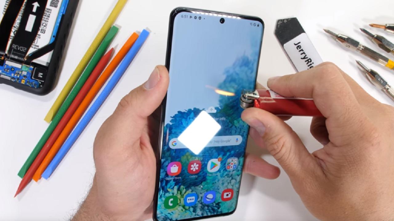 هاتف Galaxy S20 Ultra ضد النار (فيديو)