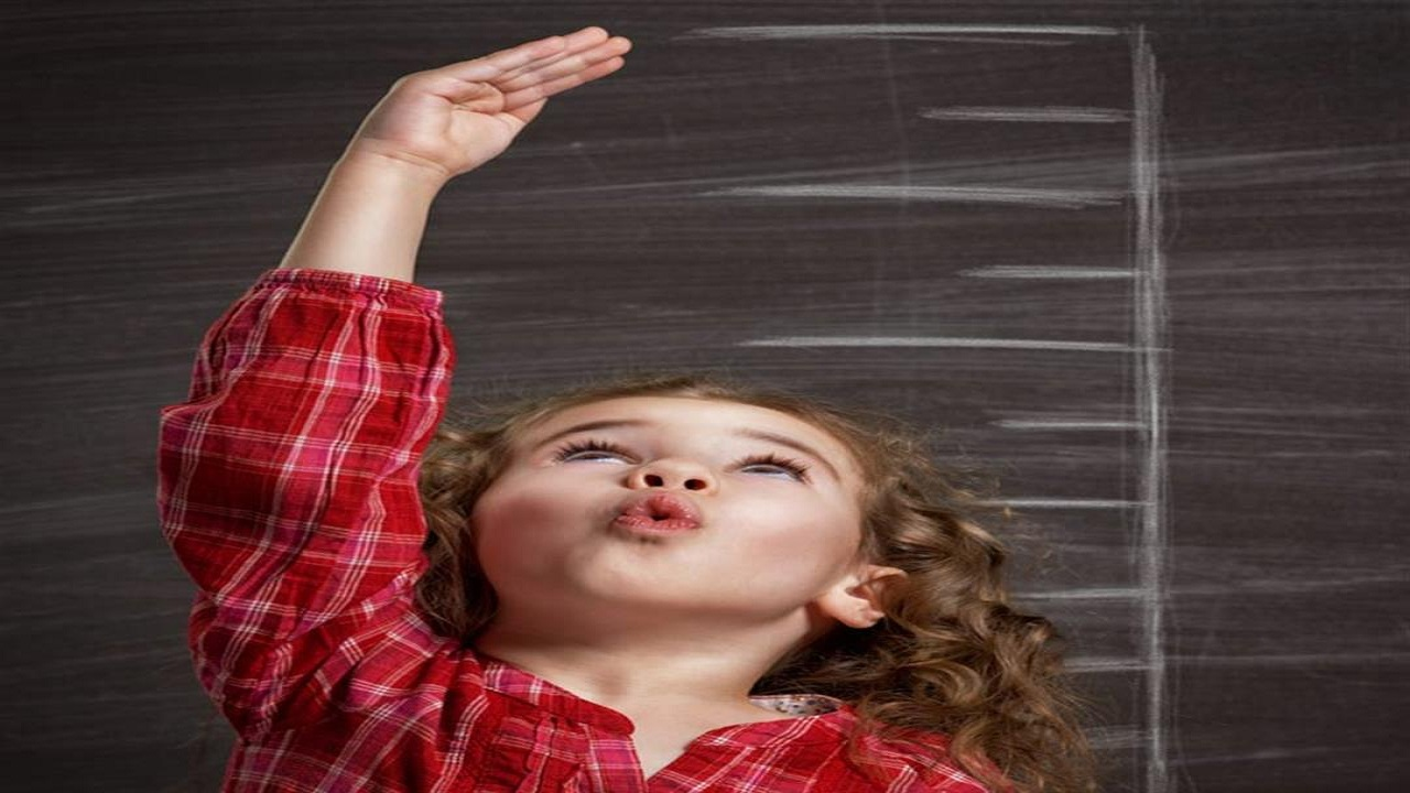 التوت والفراولة يدعمان نمو طفلِك وضبط طوله
