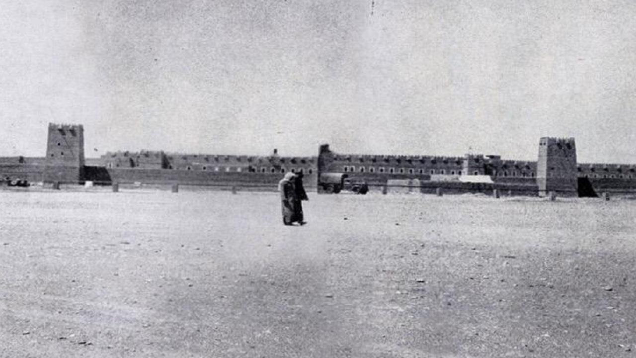 صورة تاريخية لقصر المربع الذي أسسه الملك عبدالعزيز