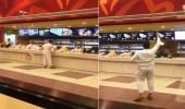 بالفيديو.. شخص في حالة غير طبيعية يقتحم مطعم البيك بالرياض والشرطة تضبطه