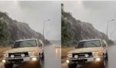 شاهد.. جريان المياه في شوارع الطائف عقب هطول الأمطار