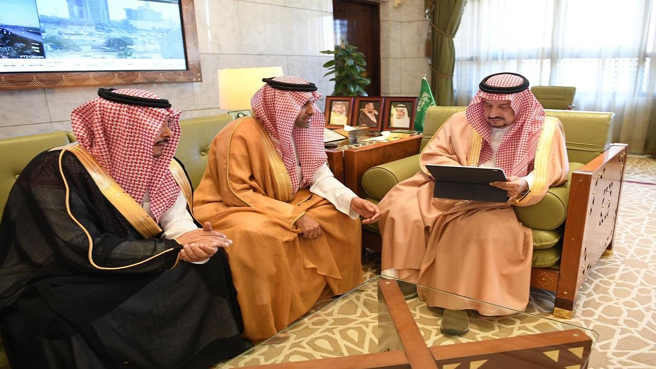 أمير الرياض يستقبل المدير التنفيذي لإمارات المناطق بمركز المعلومات الوطني