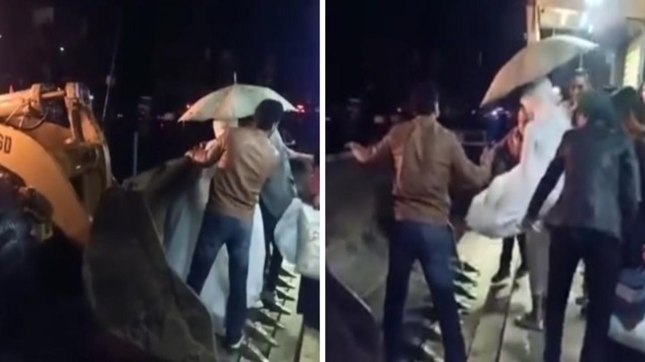 بالفيديو.. نقل عروسين بـ «ونش» بسبب الأمطار