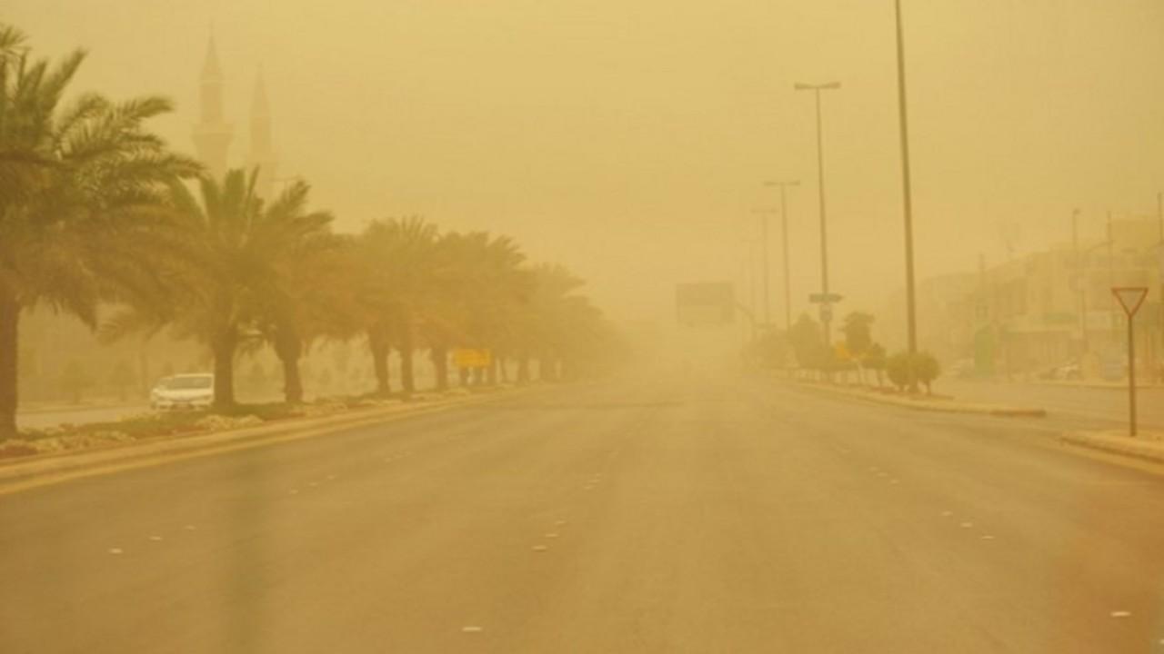 عاصفة ترابية تضرب طريق «المدينة - تبوك»
