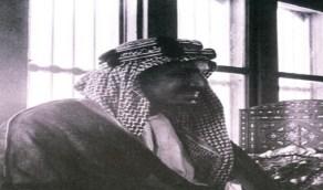 صورة نادرة للملك المؤسس في مجلسه بجدة