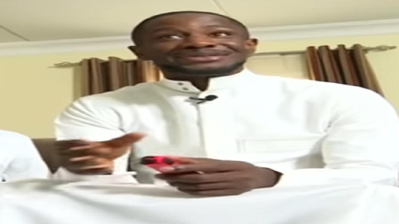 «محترف الرائد» يروى واقعة طريفة حدثت معه أثناء ارتدائه الثوب السعودي