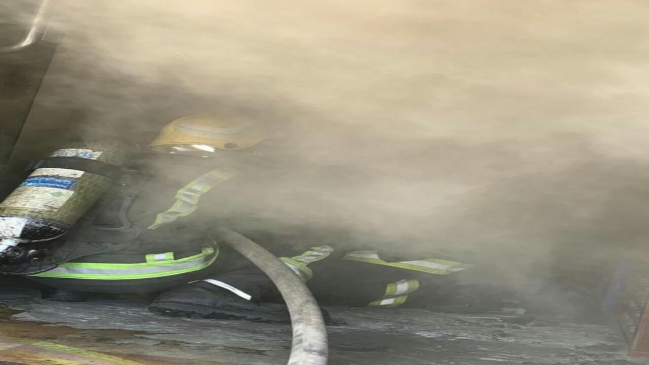 """"""" مدني أبها """" يخمد حريقا اندلع في محل أثاث"""