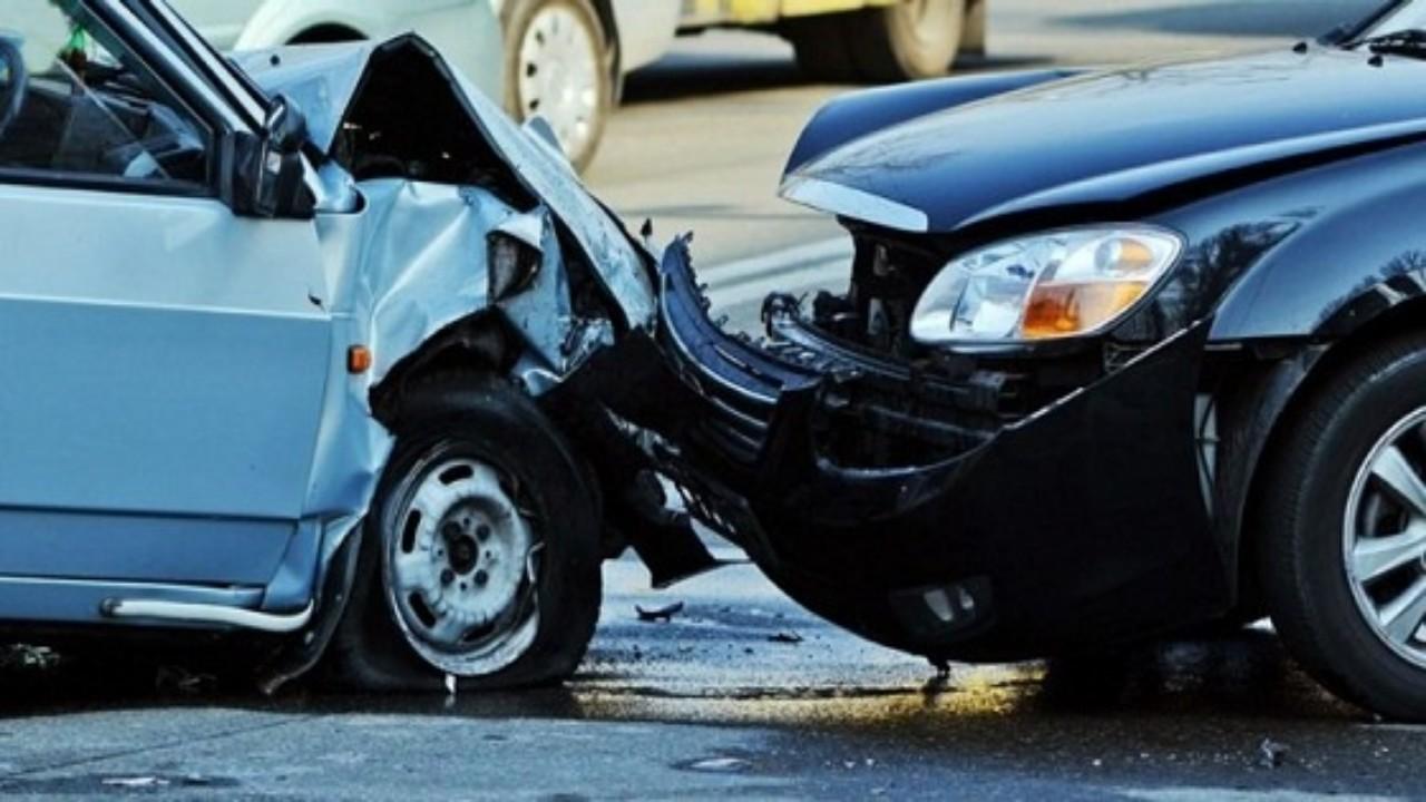 وقوع إصابات في حادث اصطدام مركبتين بجدة