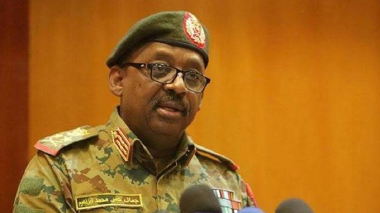 أسرة وزير الدفاع السوداني  تطالب بتشريح جثمانه قبل دفنه