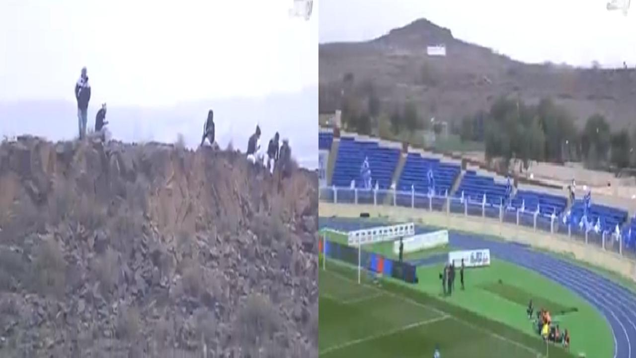 بالفيديو.. الجماهير تتابع مباراة الهلال وضمك من قمم الجبال المجاورة للملعب