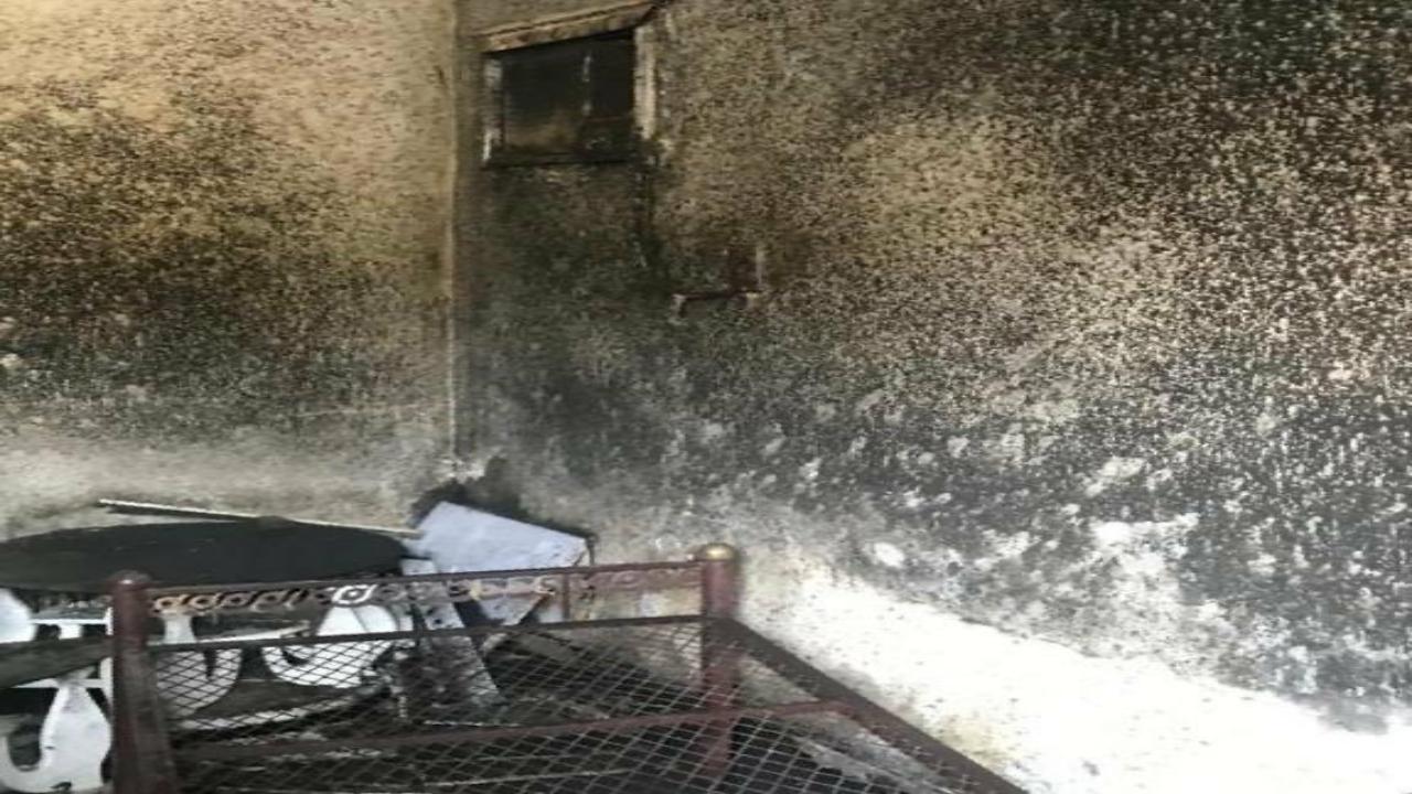 بالصور.. إخماد حريق في غرفة منزل بالبطيح بسبب ماس كهربائي
