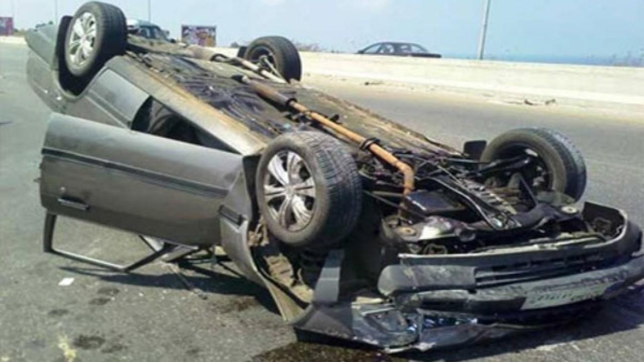 إصابة شخص في انقلاب مركبة على طريق الساحل بمكة