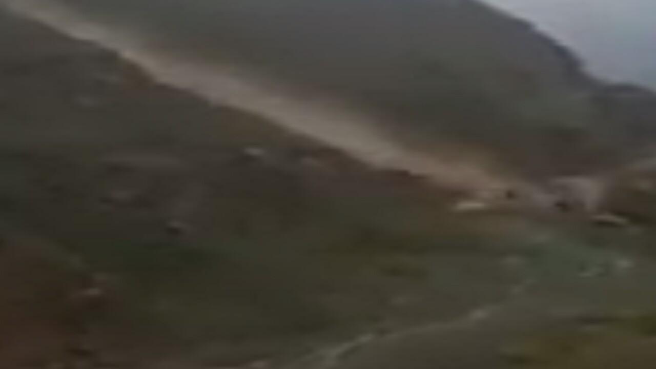 مصرع عامل إثر انهيار صخري على طريق جبل القهر بجازان (فيديو)
