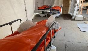 بالصور.. جثث قتلى الوباء منتشرة في أروقة مركز طبي