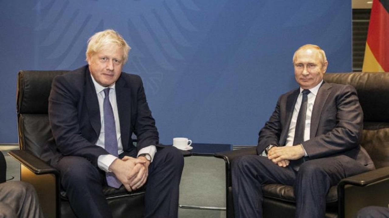 """""""بوتين"""" يراهن على 3 صفات لشفاء """"جونسون"""" من الفيروس"""