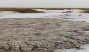 بالفيديو.. مشهد رائع لسيل من البرد في الرميثي شرق عفيف