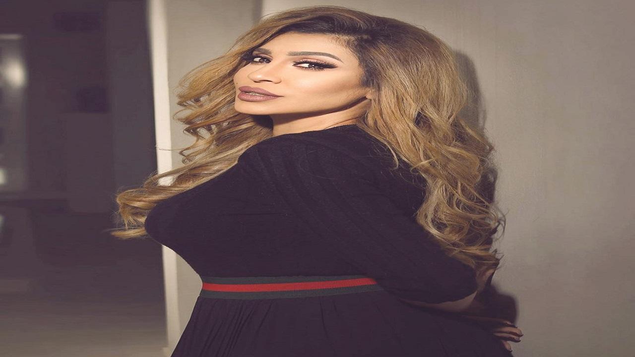 بالفيديو .. فاطمة عبد الرحيم ترقص داخل سيارتها