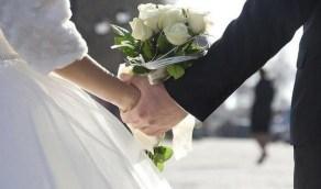 شاب يقيم حفل زفافه رغم إصابته بالفيروس