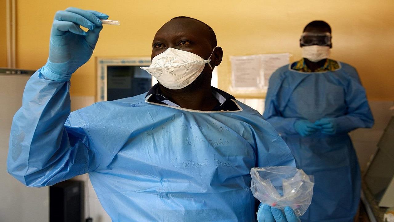 الصحة العالمية تهاجم اقتراح عنصري بجعل إفريقيا حقل تجارب للقاحات الوباء