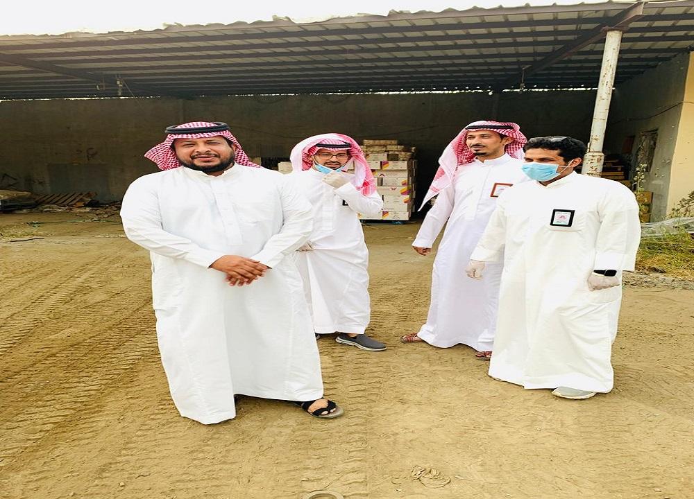 بعد بلاغ صدى.. بلدية أضم تداهم مستودع يخزن مواد غذائية بطريقة غير صحيحة